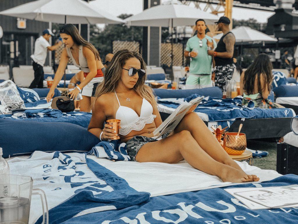 Reading Media Madness at a pool club